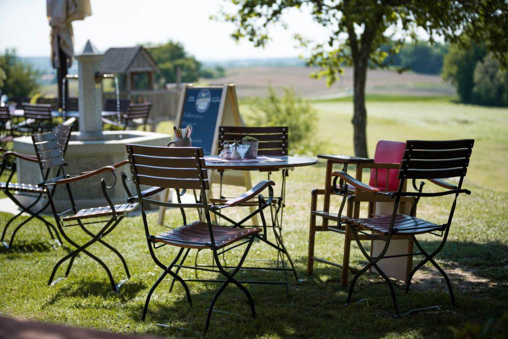 ergonomisch geformte Stühle lassen Sie bequem sitzen