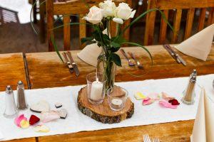 Rosen und Rosenblüten sind im Landgut Kugler Alm nicht nur wunderschöne Tischdeko, sondern auch die Hauptzutaten für den hausgemachten Rosenblütensirup