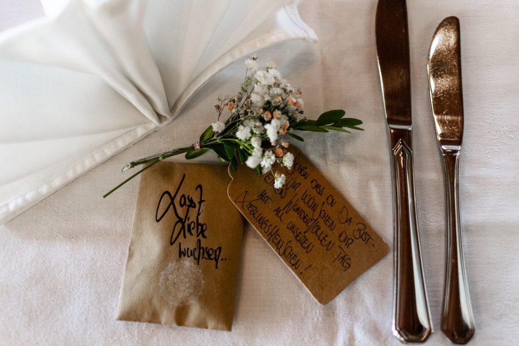 Kleiner Gruß vom Brautpaar an die Gäste ihrer Hochzeit