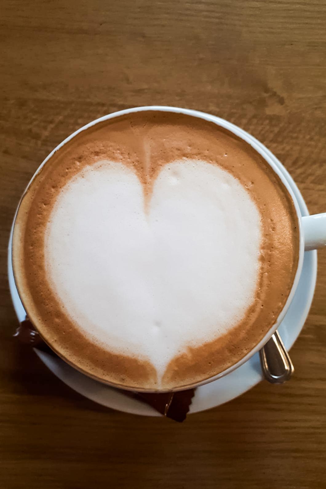 Im Restaurant Kugler Alm ist nicht nur zum Valentinstag selbst der Cappucchino ganz auf Liebe eingestellt