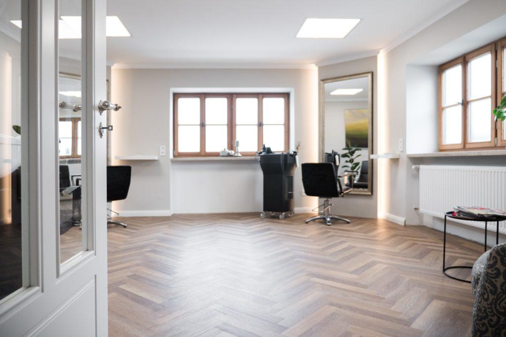 Der Friseursalon Barbara Kugler liegt direkt auf dem Anwesen Kugleralm Ebersberg