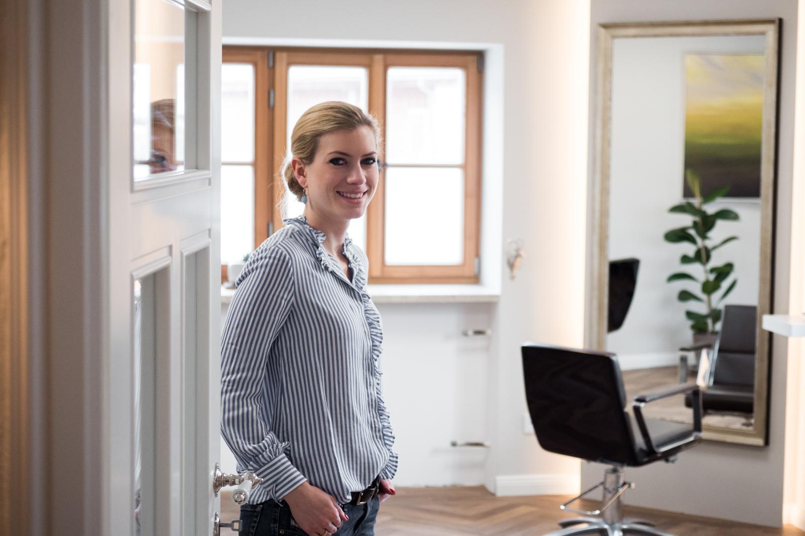 Barbara Kugler empfängt Sie sehr herzlich in ihrem neuen Friseursalon bei der Kugleralm in Ebersberg