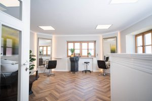 Herzlich willkommen im modern eingerichteten Friseursalon Barbara Kugler in Ebersberg beim Landgasthof Kugleralm