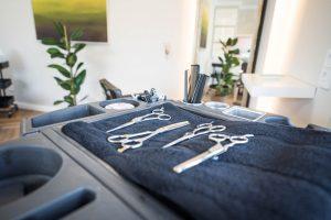 Professionelles Equipment wie hochwertige Friseur Scheren garantieren einen perfekten Schnitt Ihrer Haare