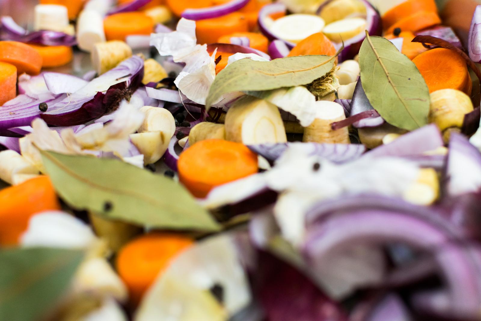 Beim Mijotieren bleibt das Gemüse zart und saftig, da durch diese Garmethode dem Gemüse kein Wasser entzogen wird