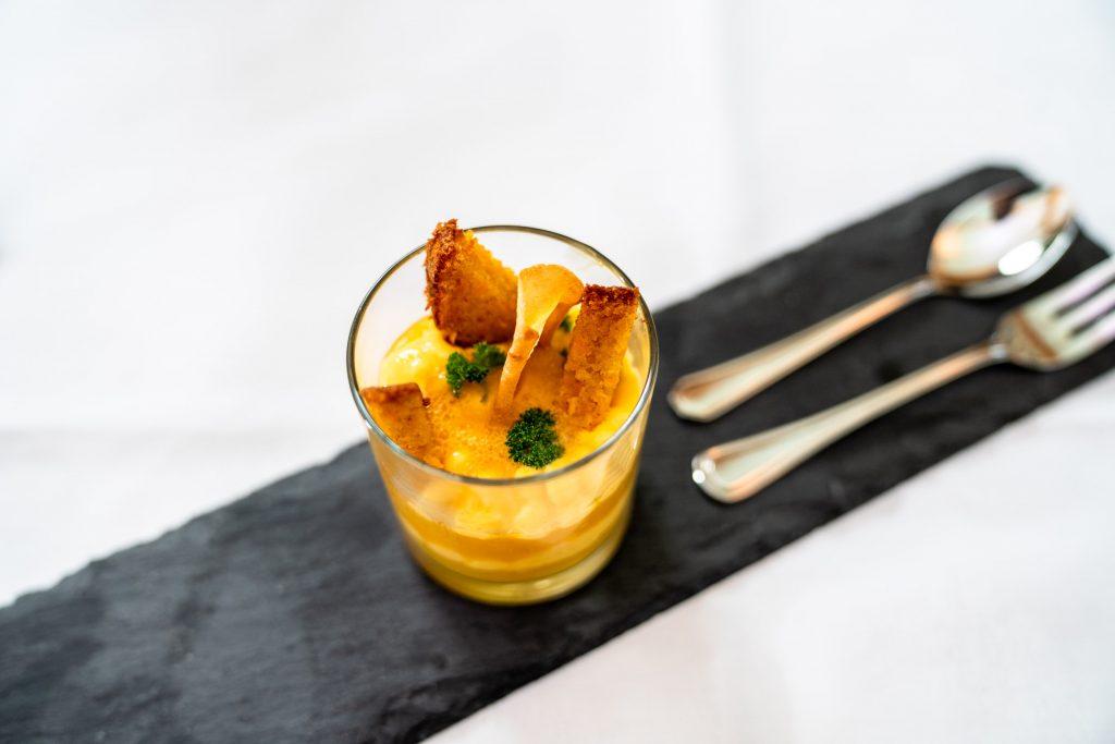 Potpourri von der Urkarotte: Saftiges Rübli - Soufflé an erfrischendem Karotten - Sorbet mit Zitronencreme