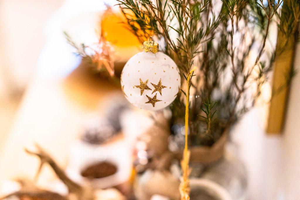 Weihnachtlich dekoriert erwartet Sie das Restaurant Kugleralm Ebersberg zu einem Besuch auch abseits der Stadtführung Krippenweg