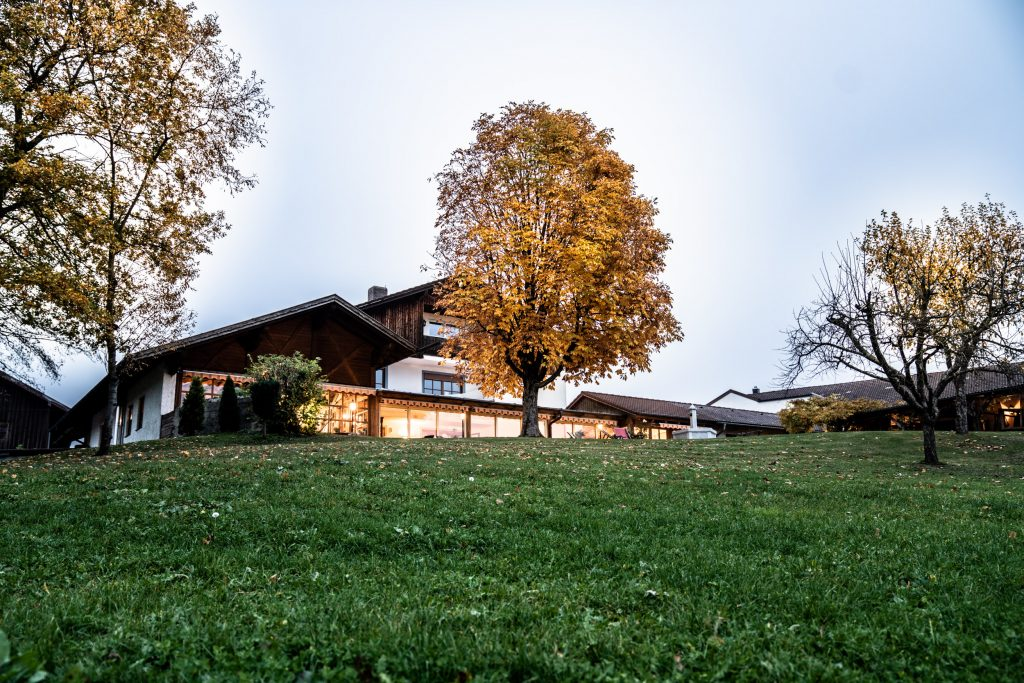 Herzlich Willkommen zum König Ludwig Dinner auf dem Landgut Kugler Alm in Ebersberg