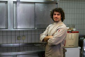 Seit 7 Jahren schwingt Jara im Landgut Kugleralm als Koch als Koch die Kochlöffel