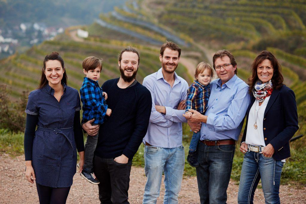 Das Weingut Schott ist ein langjähriger Familienbetrieb, der über viele Jahrzehnte immer weiter gewachsen ist