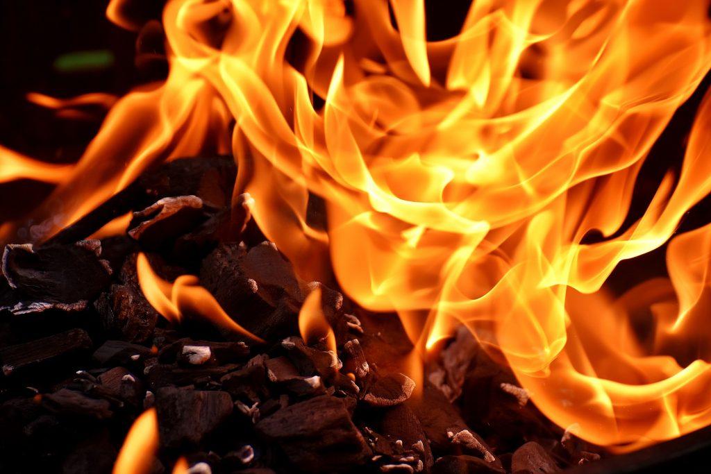 Garen bzw. grillen mit direkter oder indirekter Hitze hängt vom Grillgut ab