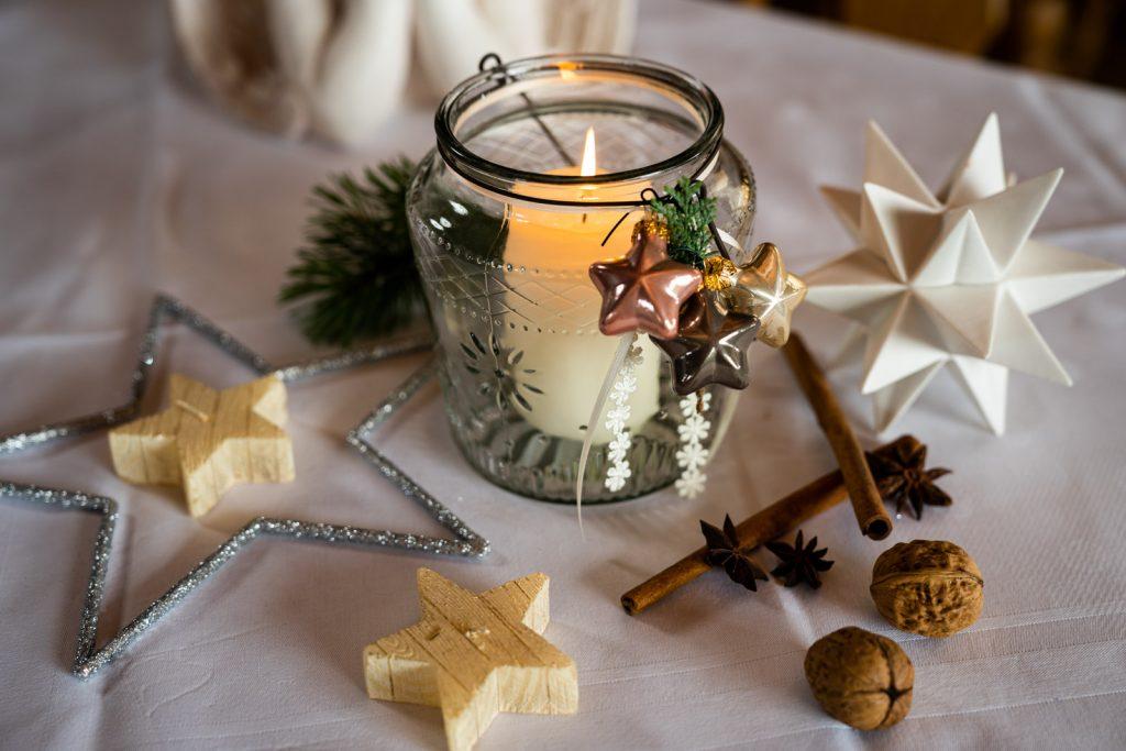 Mit stimmungsvoller Tischdeko sorgen wir vom Landgut Kugler Alm Ebersberg für die passende Atmosphäre Ihrer Weihnachtsfeier