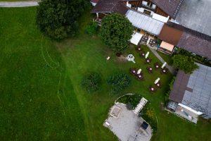 Das Anwesen vom Landgut Kugleralm in Ebersberg von oben