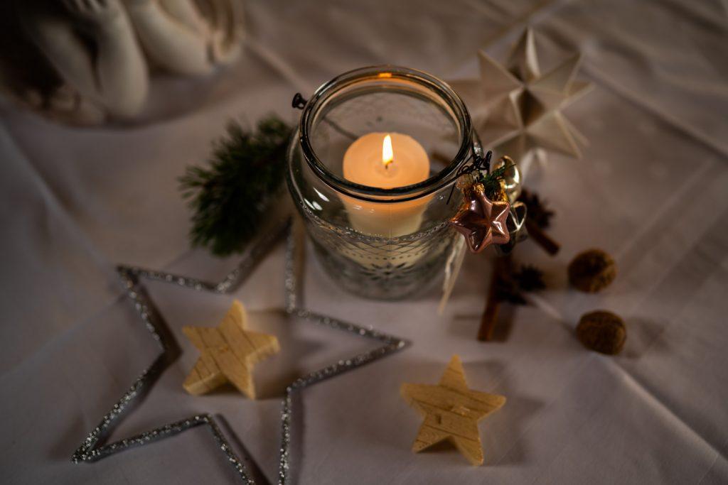 In unserem gemütlichen Ambiente mit der passenden Weihnachtsdeko können Sie die Weihnachtsfeiertage bei gutem Essen auf der Kugler Alm in Ebersberg gebührend genießen