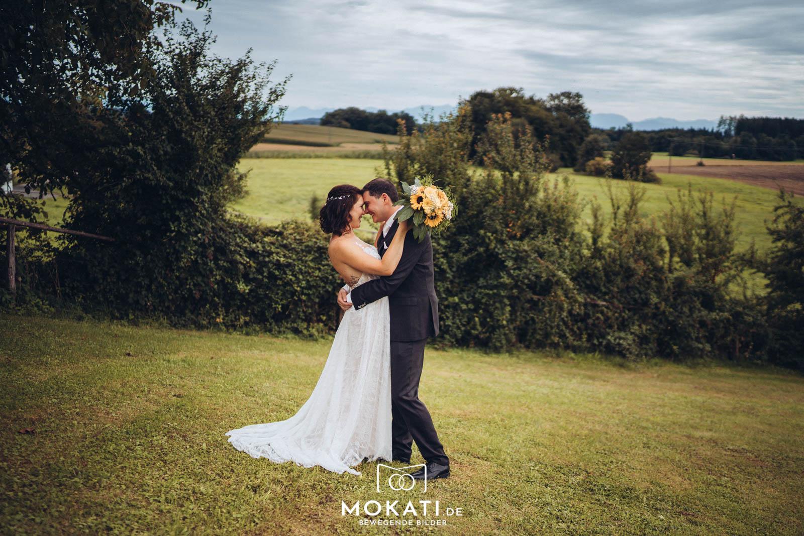 Herbsthochzeit 2019 mit dem Brautpaar in der Hochzeitslocation Landgut Kugler Alm Ebersberg